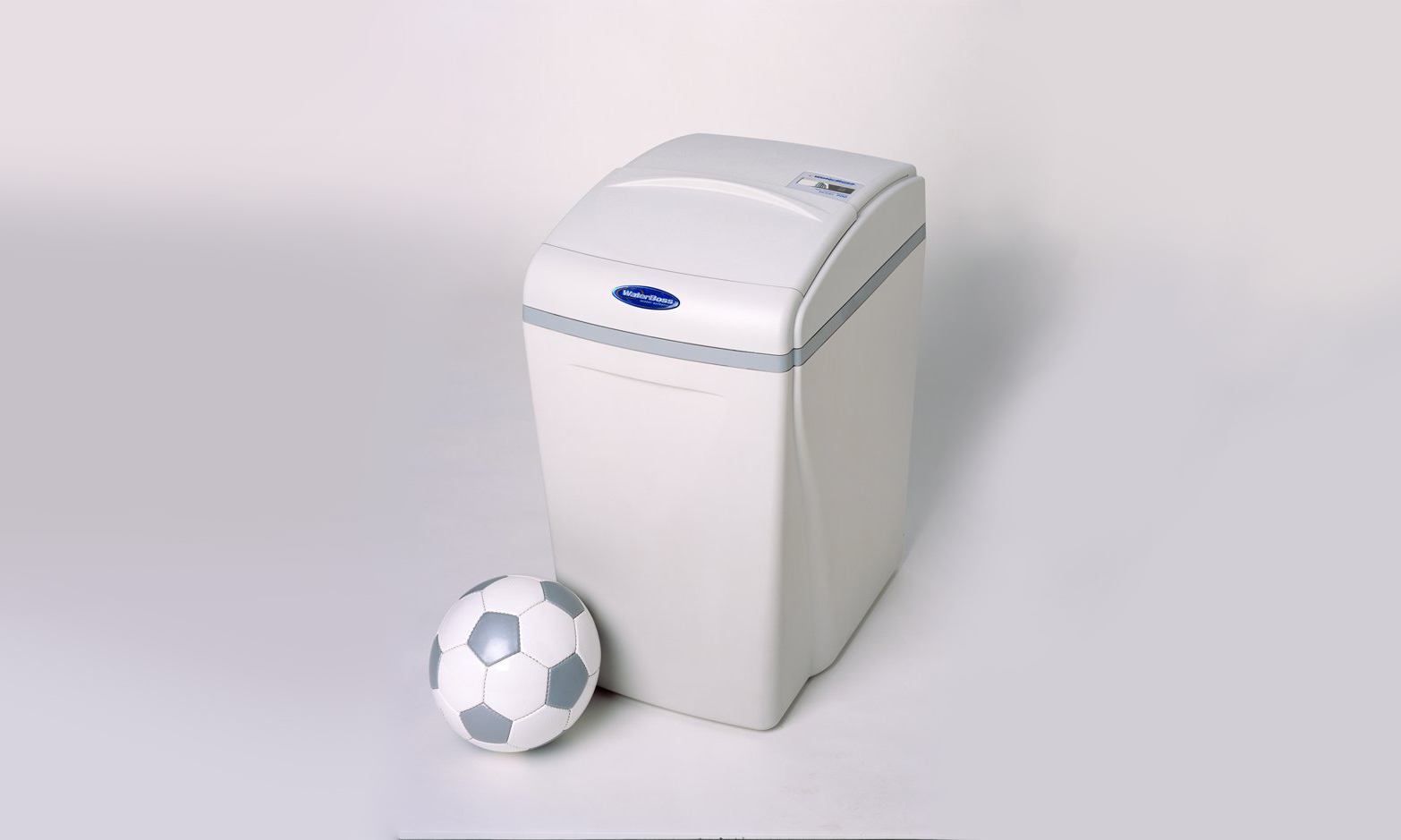 1-waterboss_with_ball-2